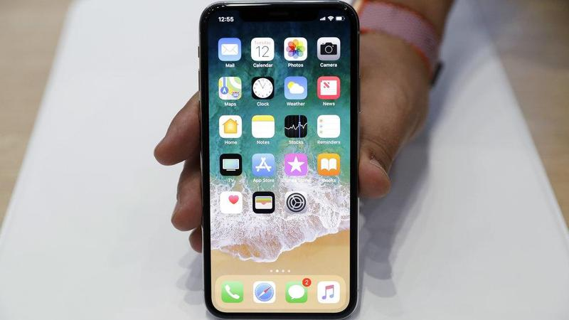 Apple admits touchscreen fault with iPhone X | Business | China Daily