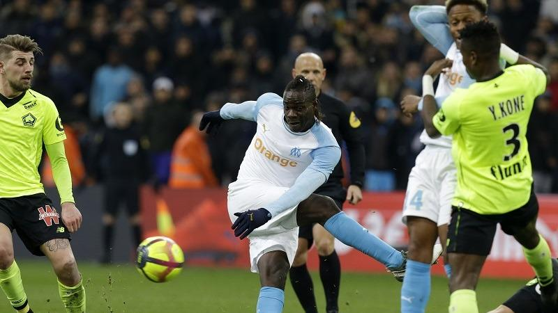 3f090b78a8164 Marseille's Mario Balotelli, center, shoots during a French League One  soccer match between Olympique Marseille and Lille at the Stade Velodrome  in ...