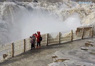 Located at the intersection of the provinces of Shanxi and Shaanxi, the Hukou Waterfall is the largest waterfall on the Yellow River.