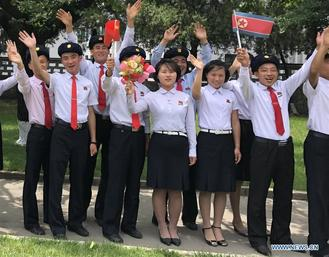People welcome General Secretary of the Central Committee of the Communist Party of China and Chinese President Xi Jinping at the Sunan International Airport in Pyongyang, capital of the DPRK.