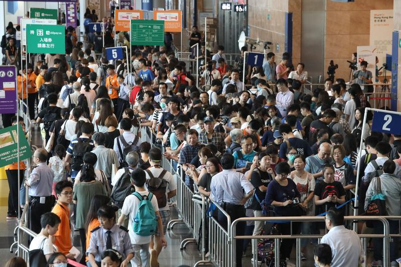 Annual Hong Kong Book Fair draws big crowds   Photo   China Daily