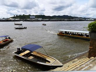 At the side of modern communities in the capital of Brunei, people in the centuries-old waterborne villages named Kampong Ayer carry on their tradition, with moderations.