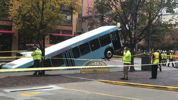a bus was caught in a sinkhole in downtown Pittsburgh