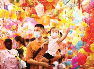 A father and daughter wearing face masks gazed at colorful lanterns at Tai Kiu Market in Yuen Long as Mid-Autumn Festival approaches.