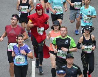 More than 74,000 people had registered to run, of which 64,700, or 86 percent showed up to race in humid conditions and light rain.