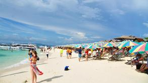 A view of the beach at Phuket in Thailand, a popular tourist destination among Chinese people.jpg