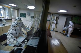 ​On Feb 1, Honggangcheng Street Community Health Service Center in Qingshan district, Wuhan, Hubei province, turned its third floor into a quarantine area for suspected and mild novel coronavirus cases.