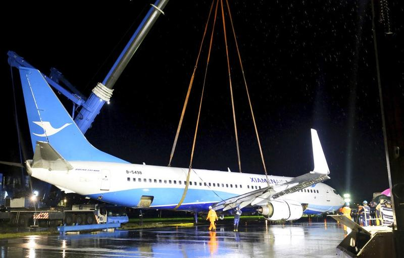 Heavily-damaged plane removed from Manila airport runway