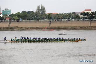 Tens of thousands of spectators flocked to the riverside in Phnom Penh for an 838-year-old boat racing tradition, held to celebrate the annual three-day Water Festival.