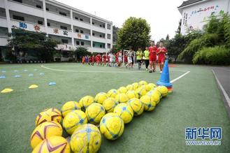 ​As the summer vacation started last month, 48 primary school students from Liuba county, Shaanxi province, gathered at Wuguanyi Central Primary School for 40 days of soccer training.