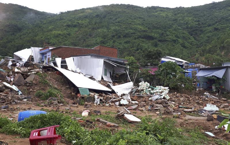 Landslides kill 13, leave 4 missing in south central Vietnam
