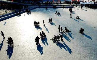Big crowds flock to the frozen Songhua River in Harbin, capital of China's northernmost Heilongjiang province, to enjoy winter activities.