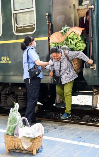 Since the operation of an alternative railway route in 2018, the Chuanqian Railway, which had been completed in 1965, became a route only for cargo trains. Except for a pair of slow-speed trains: No 5630 and No 5629.