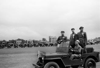 An ongoing exhibition at Beijing's Taikang Space offers a precious glimpse into the military parade held at the founding ceremony on Oct 1, 1949.