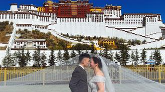 A couple have a wedding photo taken in front of the Potala Palace in Lhasa, Tibet autonomous region, on Nov 18.