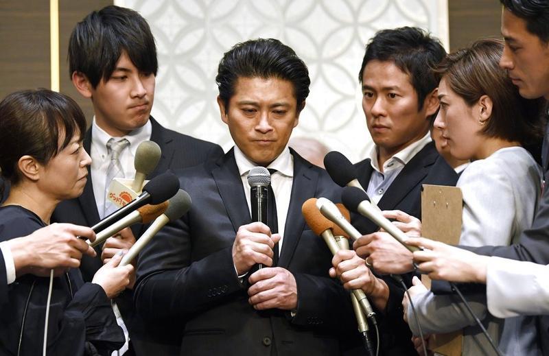 Japanischer Popstar blinkt — foto 12