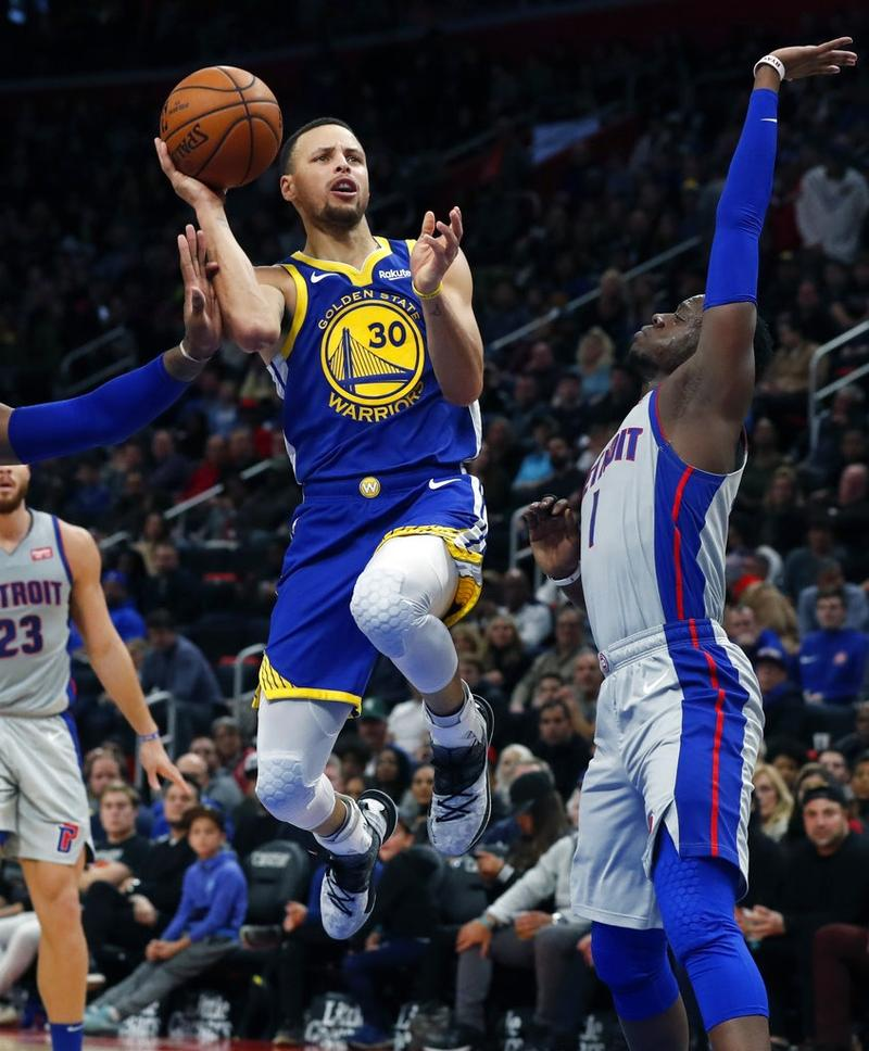 0ceae410e11 Golden State Warriors guard Stephen Curry