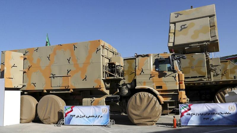 Iran displays domestically built mobile missile defence