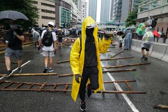 Protesters, mostly black-clad, blocked several roads in Tsuen Wan, including Luen Yan Street, Yeung Uk Street and Texaco Road, paralyzing traffic at scene.