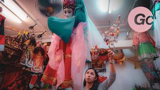 Reluctant to learn her father's work in puppetry, Janet is now seeing the beauty of this Chinese art form reflected in the reaction of the audience.
