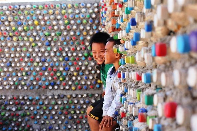 Vietnam Islander Builds House From Recycled Plastic Bottles