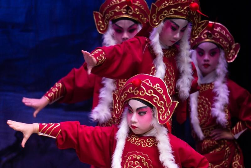 Young HK actors perform Cantonese opera | Photo | China Daily