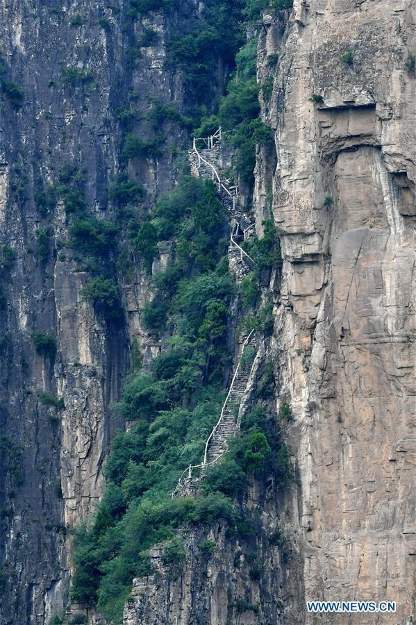 Cliff road helps villagers cast off poverty in north China
