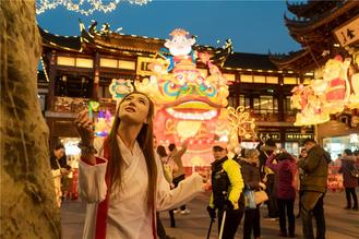 The annual lantern show at Shanghai's historical and renowned tourist site Yuyuan Garden started on Monday and will run for 33 days till Feb 22.