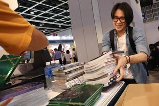 HK's most popular week-long cultural event kicked off Wednesday morning with a record number of 686 exhibitors from 39 countries and regions.