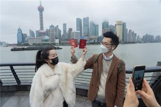 Shanghai, the country's leading commercial center and a major industrial hub, has mobilized all of its resources in the battle against the novel coronavirus pneumonia epidemic.
