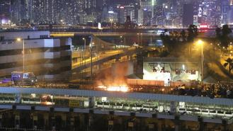 An armored police vehicle caught fire after being hit by Molotov cocktails thrown by rioters near the Hong Kong Polytechnic University on Sunday.